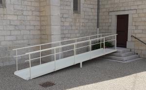 Passerelle pour personne à mobilité réduite